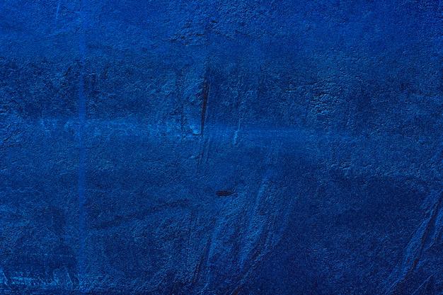 De trendkleur van het jaar 2020 classic blue. achtergrond van de het close-uptextuur van de stijl de concrete muur Premium Foto