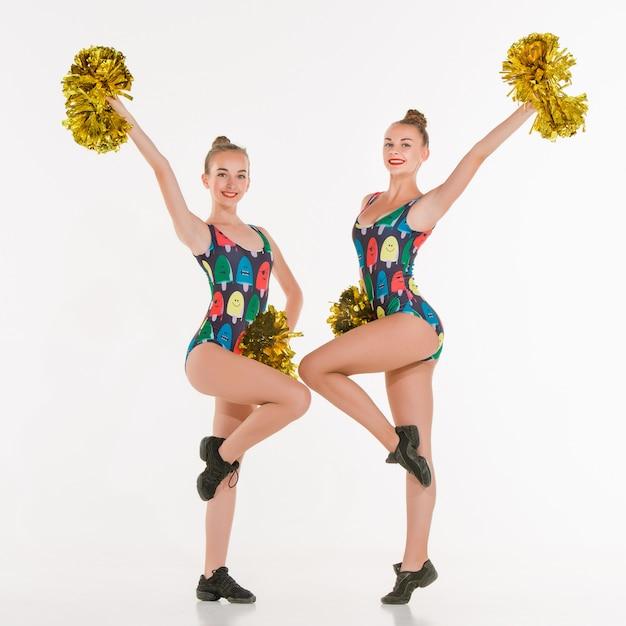 De twee tieners cheerleaders poseren Gratis Foto