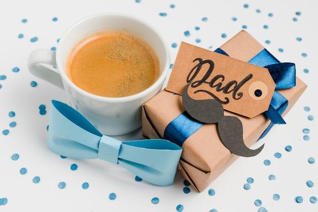 De vaderdaggift van de close-up met koffie Gratis Foto