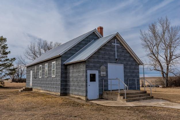 De verlaten shamrock united church in shamrock, saskatchewan, canada Premium Foto