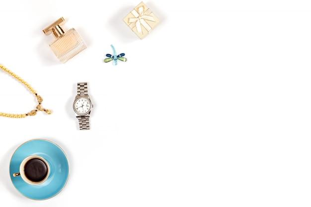 De vrouwentoebehoren van de luxe op witte achtergrond, exemplaarruimte Premium Foto