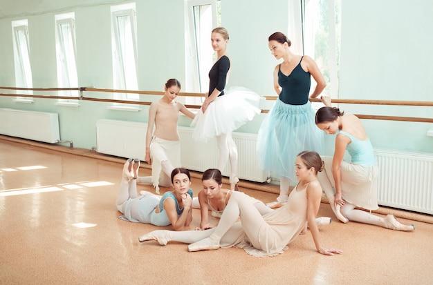 De zeven ballerina's bij balletbar Gratis Foto