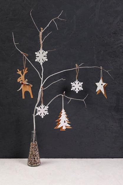 Decoratie met kleine versierde boom Gratis Foto