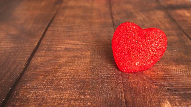 Decoratief hart op een houten bord Gratis Foto