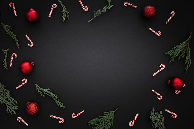 Decoratieve rand met kerst ornamenten Gratis Foto