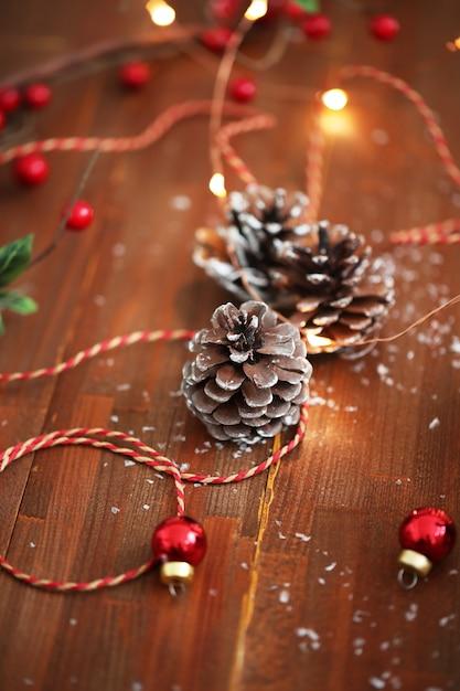Denneappels en ornamenten Gratis Foto