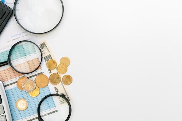 Desk office zakelijke financiële boekhouding berekenen Premium Foto