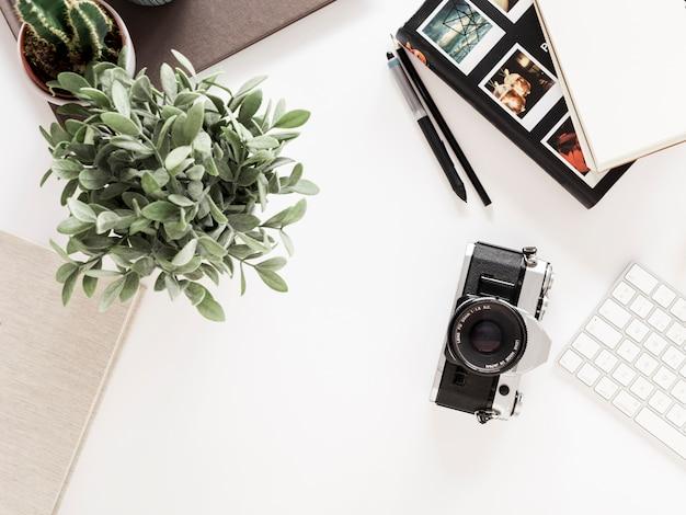 Desktop met fotocamera Gratis Foto