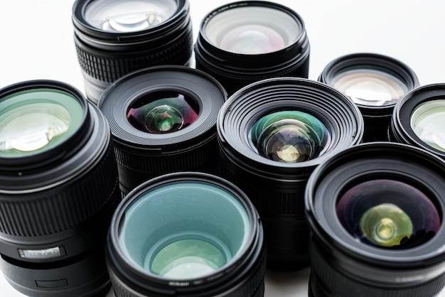 Digitale lens die op witte achtergrond wordt geïsoleerd Gratis Foto