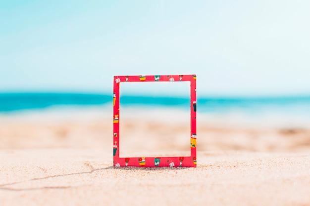 Direct frame met zomerpatroon en ruimte voor tekst Gratis Foto