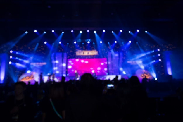 Disfocus van crowd voor concertpodium Premium Foto