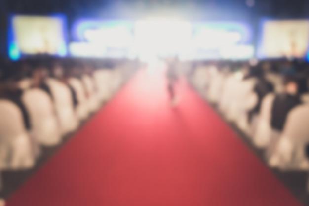 Disfocus van de rode loper in het creatieve thema van de prijsuitreiking. Premium Foto