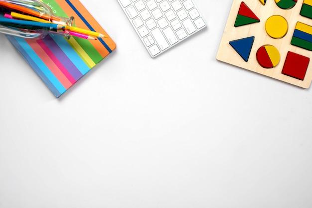 Diverse office tools op de tafel Gratis Foto