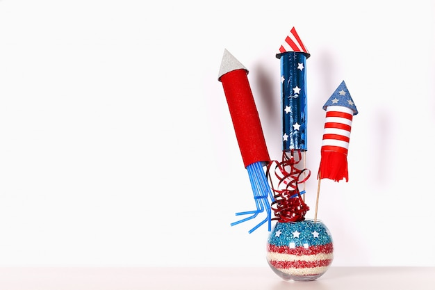 Diy 4 juli decorkleur amerikaanse vlag, rood, blauw, wit. geschenkidee, decor usa independence day Premium Foto