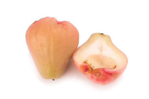 Djamboevruchten op witte achtergrond worden geïsoleerd die Premium Foto