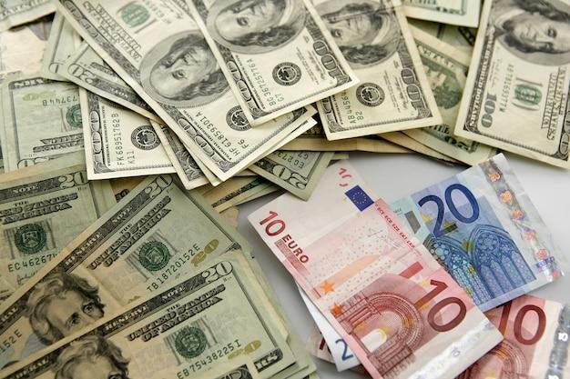 Dolar versus eurobiljet, financiële metafoor Premium Foto