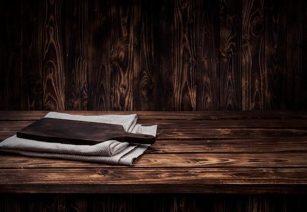 Donkere houten tafel voor product Premium Foto