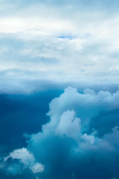 Dramatische stormachtige lucht Premium Foto