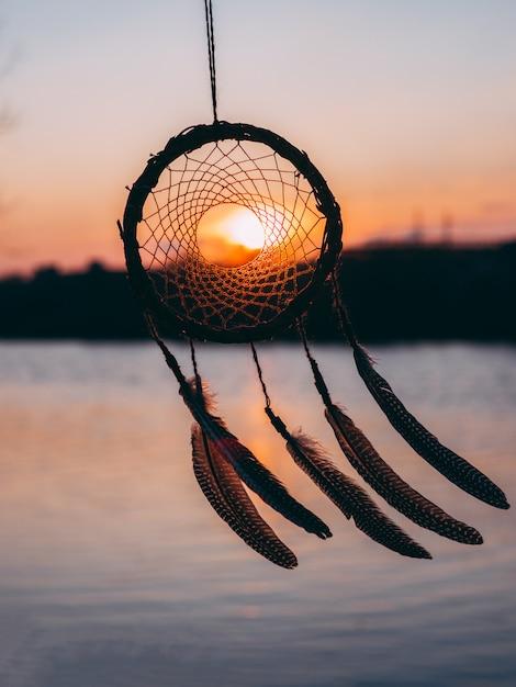 Dreamcatcher zonsondergang etnische amulet, indiase symbool Premium Foto