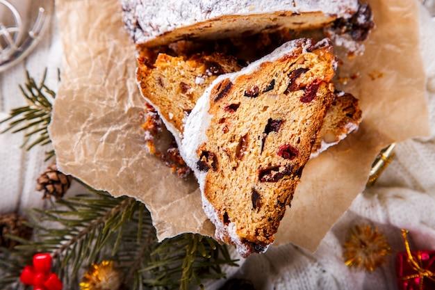 Dresdnen stollen kerstvruchtencake Premium Foto