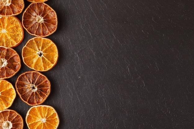 Droge sinaasappelen natuurlijke als achtergrond Premium Foto