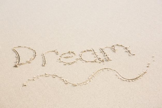 Droom geschreven op zand Gratis Foto