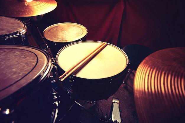 Drums en drumsticks. Gratis Foto