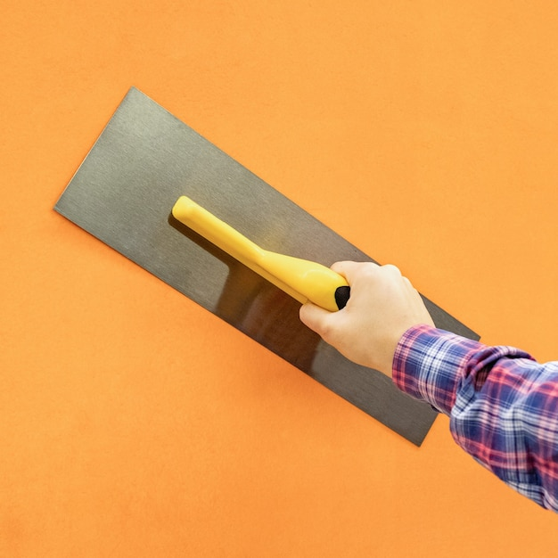 Drywall troffel tool op een geïsoleerde achtergrond Premium Foto
