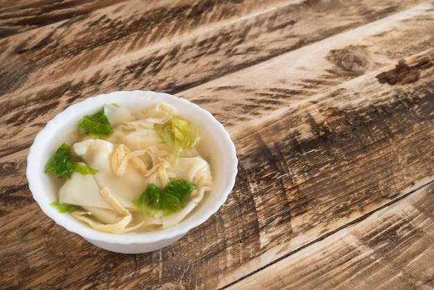 Dumpling soep Premium Foto