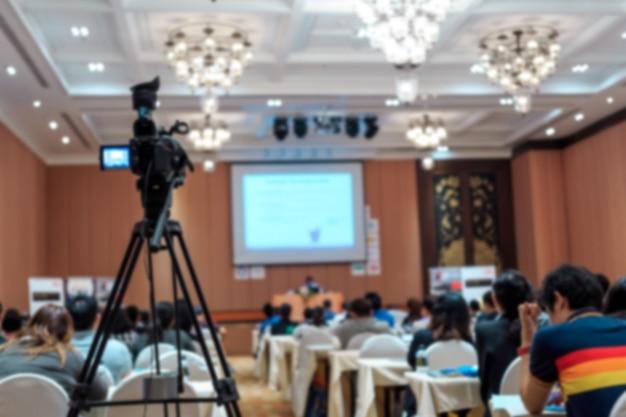 Dusfocus van de vdo-camera in conferentieruimte voor frofession Premium Foto