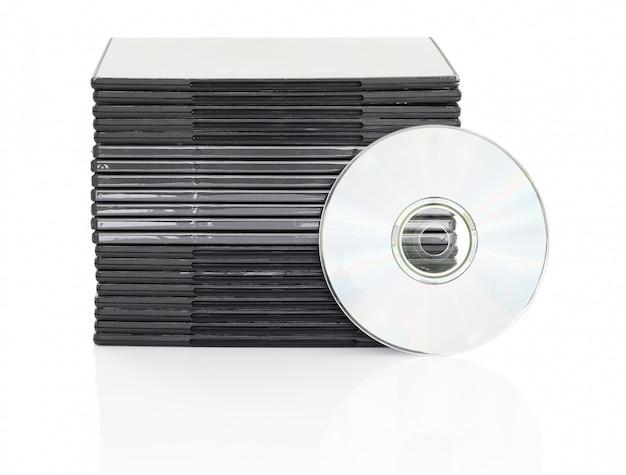 Dvd-doos met schijf op witte achtergrond Premium Foto