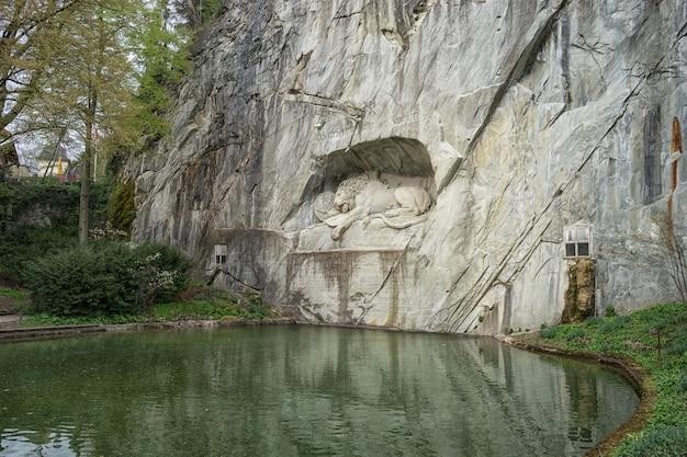 Dying lion wall monument, lucerne switzerland Premium Foto