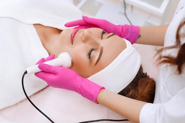 Echografie cavitatie procedure. anti-veroudering, tilprocedure. Premium Foto
