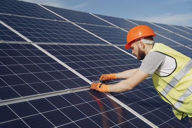 Ecologische concept van alternatieve energie. Gratis Foto