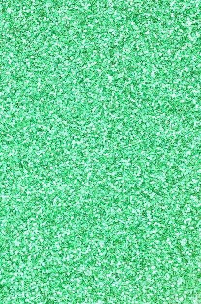 Een enorme hoeveelheid groene decoratieve pailletten. afbeelding met glanzende bokeh lichten van kleine elementen Premium Foto