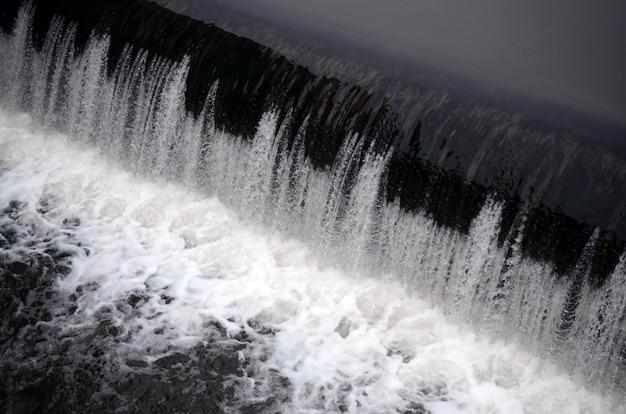 Een foto van het stromende water Premium Foto