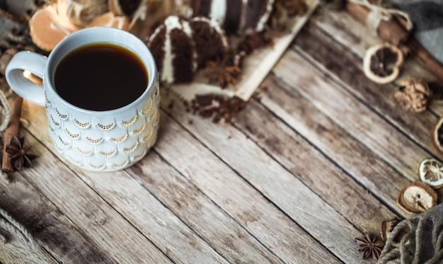 Een gezellig kopje thee en een fluitje van een cent Premium Foto