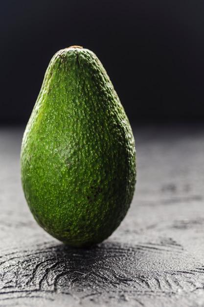 Een heel avocadoclose-up Premium Foto