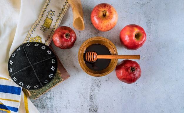 Een joods nieuwjaar met honing voor de appel- en granaatappelvakantie van rosh ha shana Premium Foto