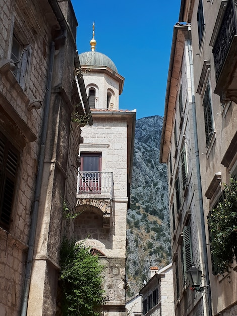 Een oude straat van kotor, montenegro Gratis Foto