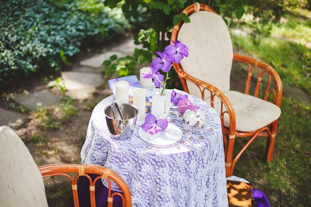 Een plek voor een trouwfotoshoot in de natuur met het decor Premium Foto