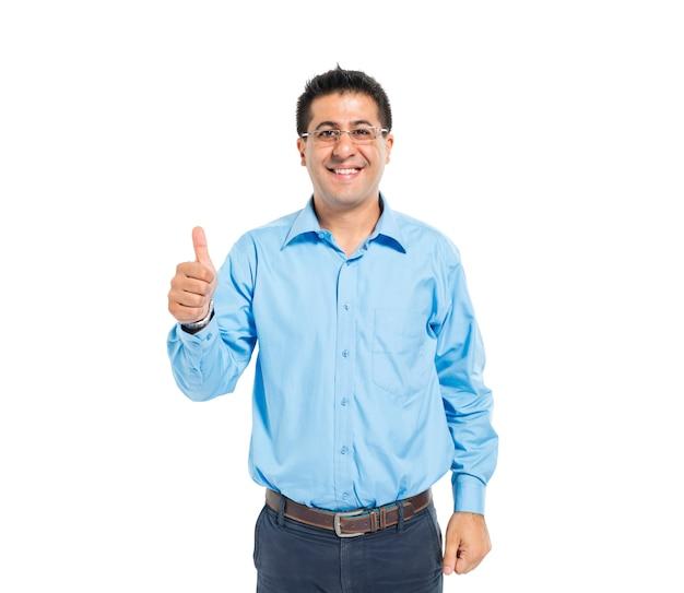 Een slimme casual man geeft duimen omhoog Gratis Foto