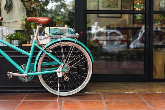 Een trendy coffeeshop in de stad Gratis Foto