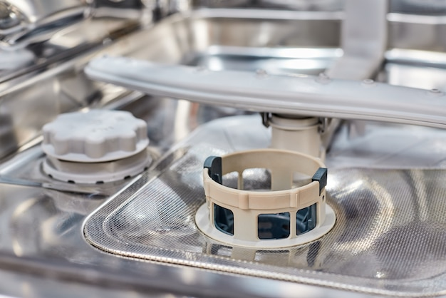 Een vaatwasser machinefilter Premium Foto