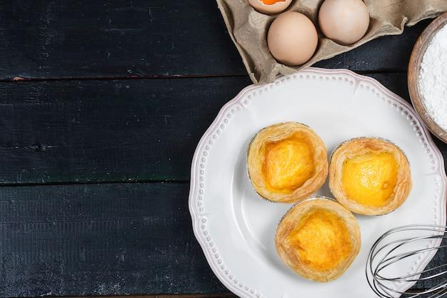 Ei taart, traditioneel portugees dessert Premium Foto