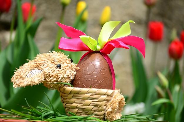 Ei van de chocolade met decoratieve bogen Gratis Foto