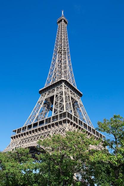 Eiffeltoren in de zomer, parijs, frankrijk. Gratis Foto