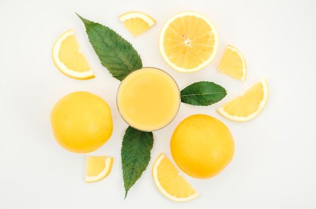 Eigengemaakt jus d'orange op lijst Gratis Foto