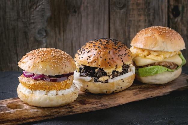 Eigengemaakte veggie hamburger Premium Foto