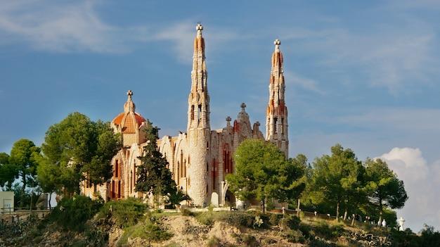 El santuario de santa maria magdalena - het is een religieus gebouw in novelda, alicante (valencia, spanje) en werd gebouwd vanuit een project jose sala Premium Foto